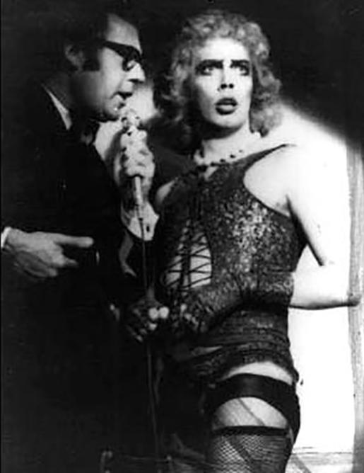 Le narrateur et Frank n'Furter pendant la pièce en 1973