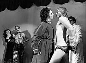 Frank n'Furter et Rocky sur scène