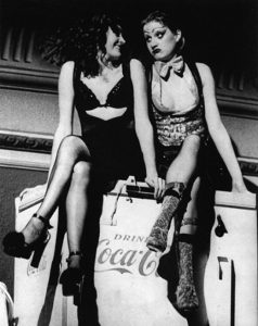 Magenta et Columbia sur congélateur Coca