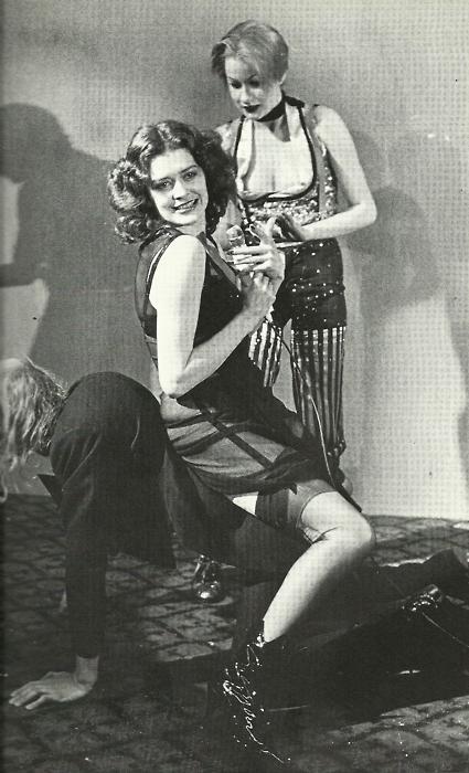 Magenta et Columbia assises sur Riff